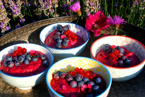 Bessenroom dessert met frambozenhoning