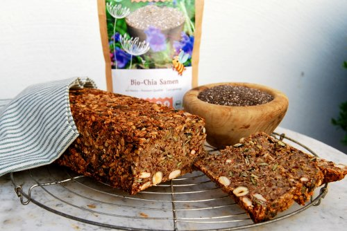 Super zaden brood met hazelnoot honing en psyllium vliesjes
