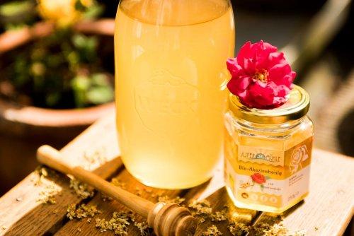 Holunderblütensirup mit Honig