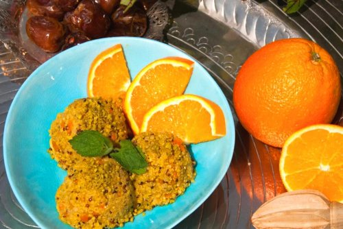 Gouden Quinoa Bowl met dadels en kurkuma