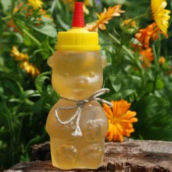 Akazienhonig im traditionellen Honigbär